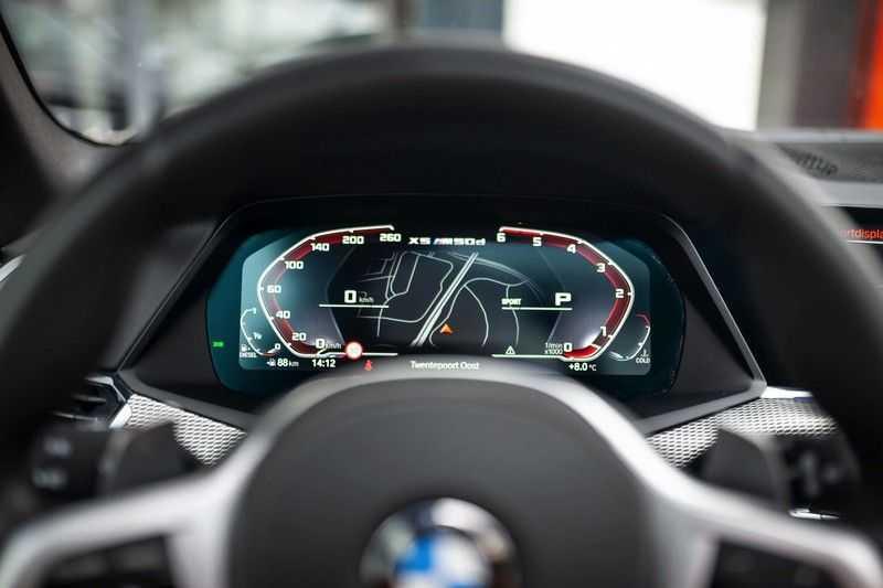 BMW X5 M50d High Executive *Pano / Standkachel / Laserlight / Head-Up* afbeelding 2