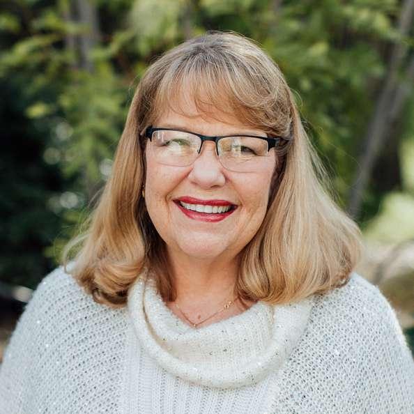 Carolyn Simons