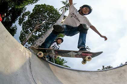 At ESS Bali we have a skate school: Private skate lessons for beginners and intermediate with experienced instructors.