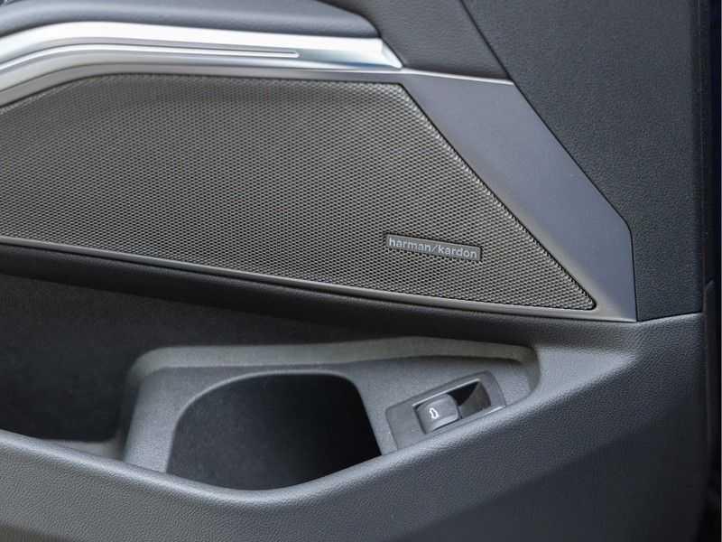 BMW 3 Serie Touring 330i M-Sport - Panorama - Trekhaak - Camera - Harman Kardon afbeelding 21