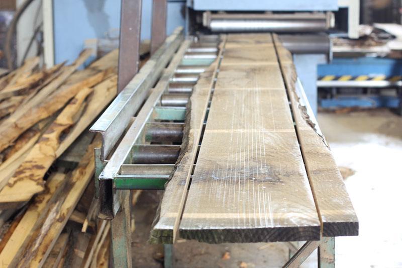 tavola di tronco refilato e squadrato