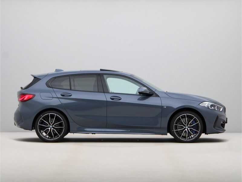 BMW 1 Serie 118i High Exe Edition Aut. M-Sport afbeelding 4