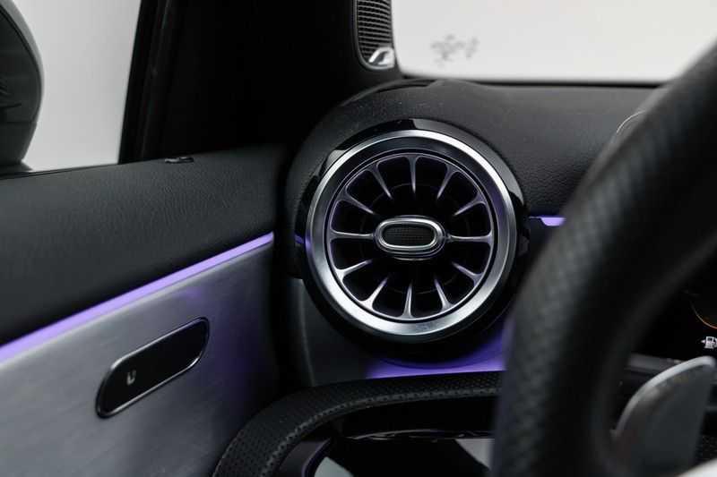 "Mercedes-Benz A-Klasse Limousine A35 AMG 306pk 4Matic Panoramadak Nightpakket Schaalstoelen Multibeam Head-Up Widescreen Burmester AmbientLight SuperSportStuur ComandOnline Full-Led 19"" Parktronic 360Camera Pdc afbeelding 19"