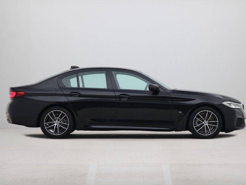 BMW 5 Serie Sedan 520i High Executive M-Sport Automaat afbeelding 8