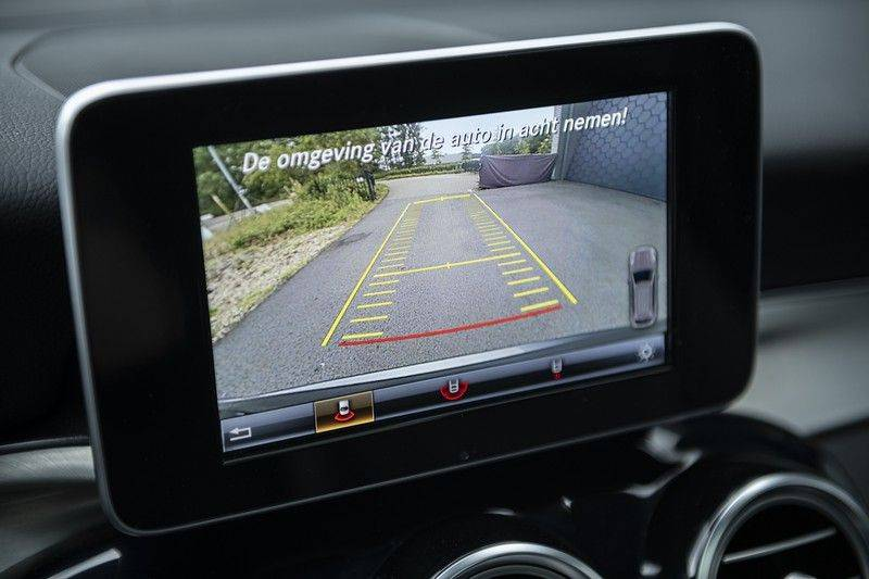 Mercedes-Benz GLC 350d AMG 4MATIC Premium Plus GLC Apple CarPlay + Verwarmde stoelen + Elektrische trekhaak + Panorama Dak afbeelding 18