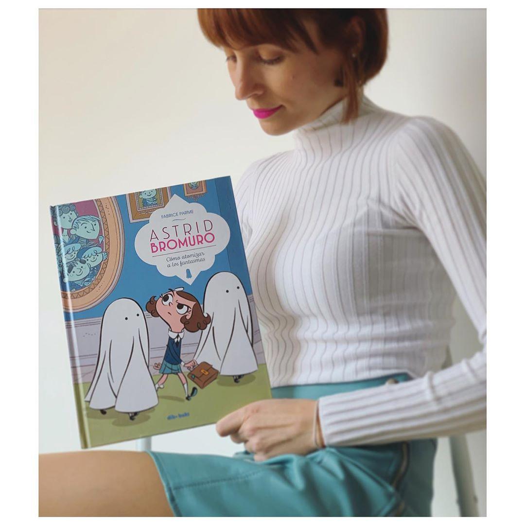 """Imagen de Reseña de """"Astrid Bromuro, Cómo atomizar a los fantasmas"""", de Fabrice Parme"""