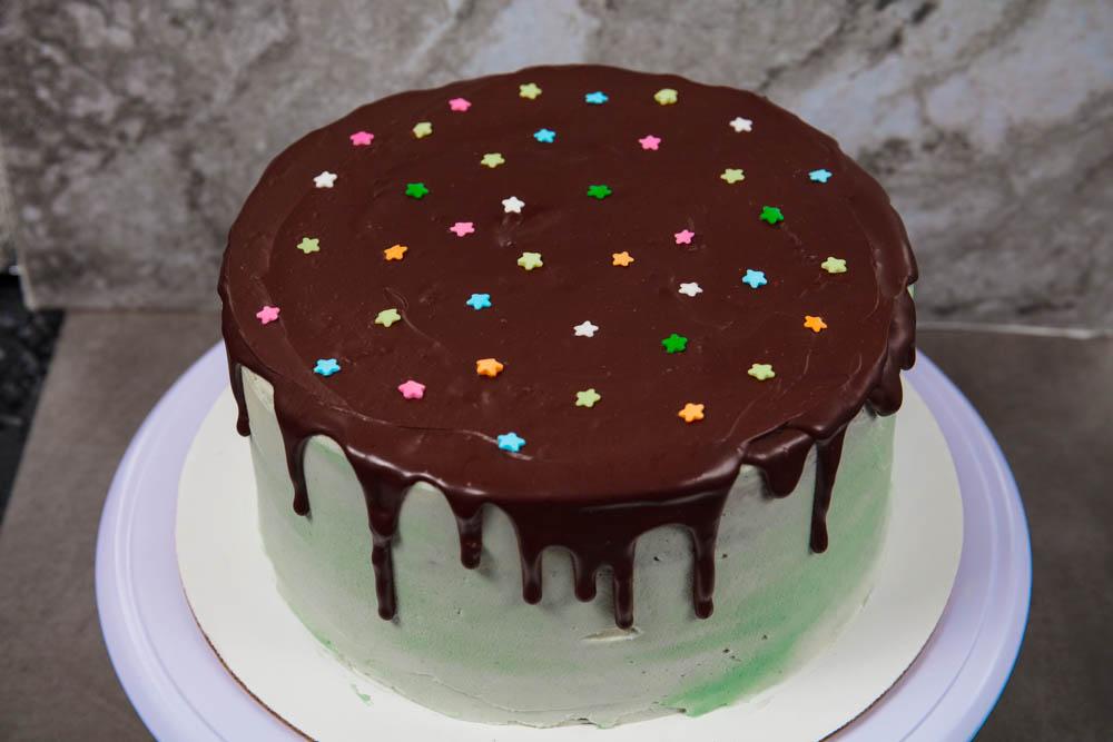decorating the vegan grasshopper cake