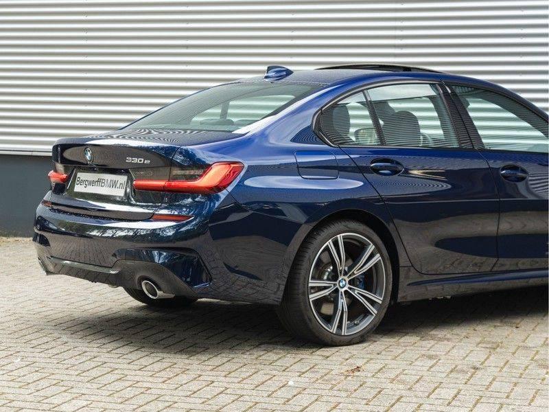 BMW 3 Serie 330e M-Sport - Individual - Dak - ACC - Harman Kardon - Trekhaak afbeelding 10