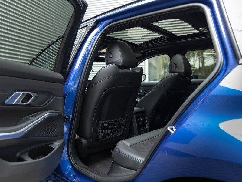 BMW 3 Serie Touring 330i M-Sport - Panorama - ACC - Hifi - DAB afbeelding 16