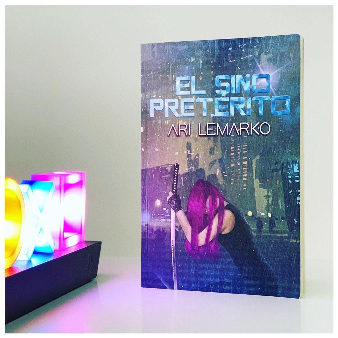 """Imagen de Reseña de """"El sino pretérito"""", de Ari Lemarko"""