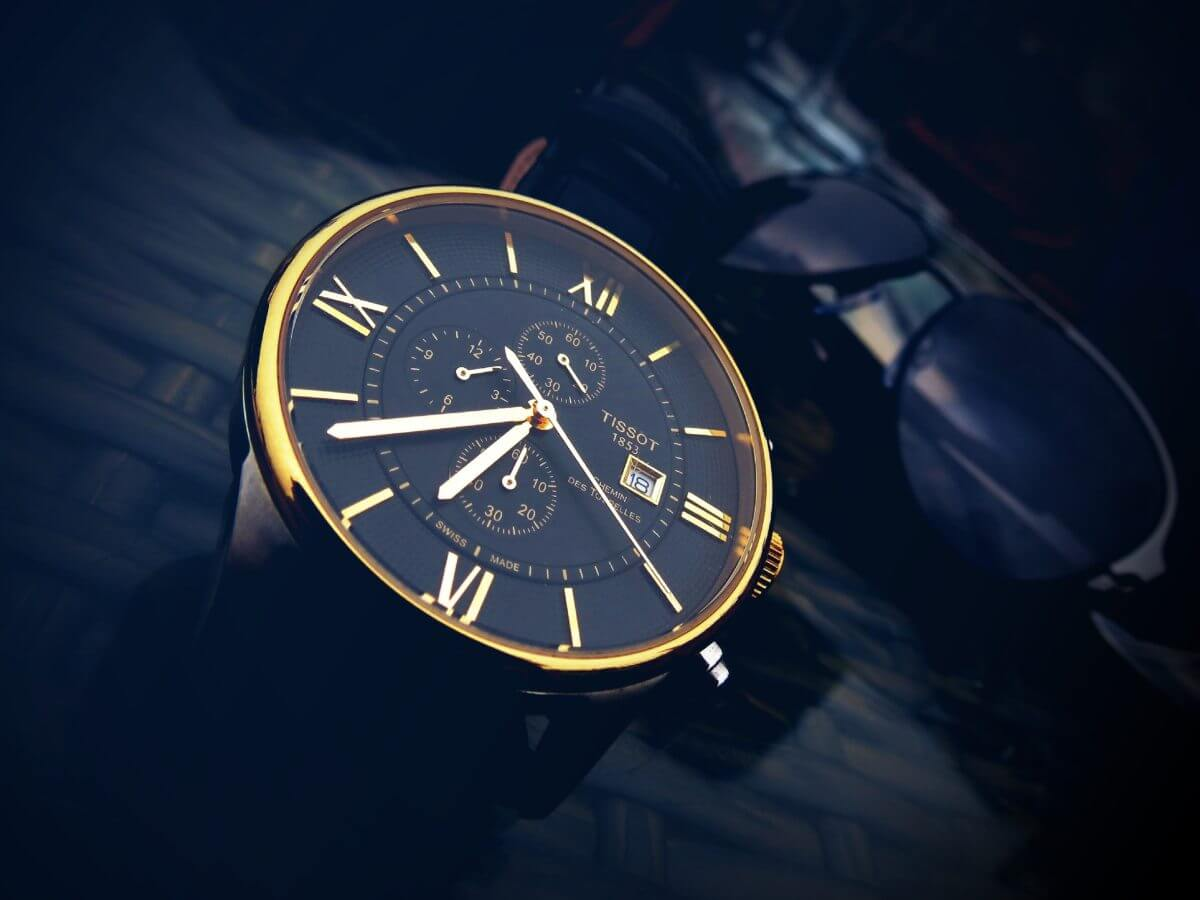 Why EVERY Man Should Wear a Watch