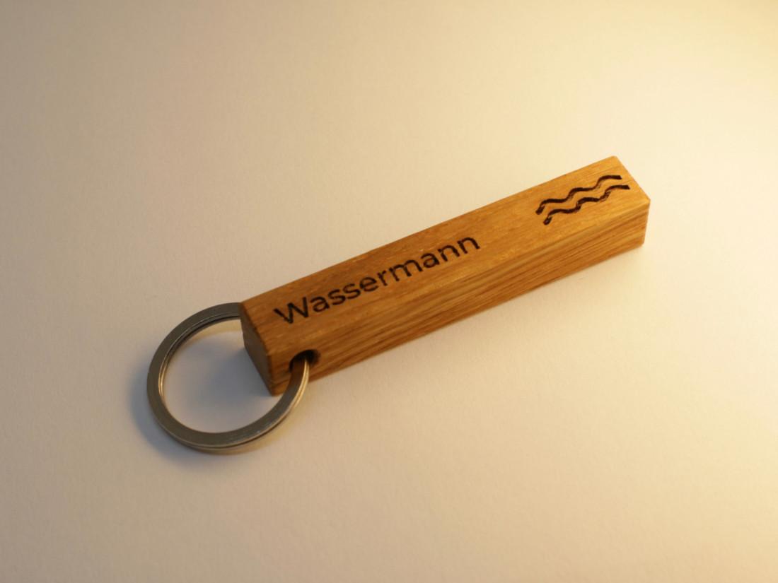 Schlüsselanhänger mit Sternzeichen Wassermann als persönliches Geschenk.