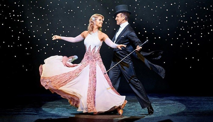 Quickstep - Strictly Come Dancing stars Anton and Erin waltzing to Potters Resort