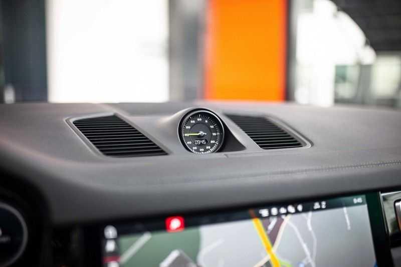 "Porsche Cayenne 3.0 E-Hybrid *Pano / BOSE / Massage / Stoelventilatie / 22"" / ACC / Sport Chrono* afbeelding 17"