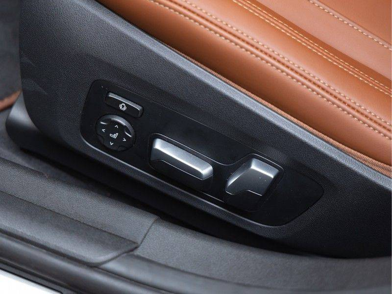 BMW 3 Serie Touring 330i M-Sport - Individual - Memoryzetel - Panorama - Trekhaak afbeelding 20