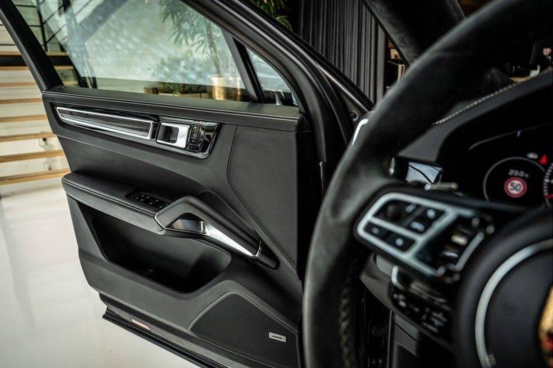 Porsche Cayenne 4.0 Turbo   Head-Up   Carbon   Panorama   3D Camera   BOSE   Trekhaak   Afwijkende stikselkleur   Stoelventilatie   NP 252.000! afbeelding 14