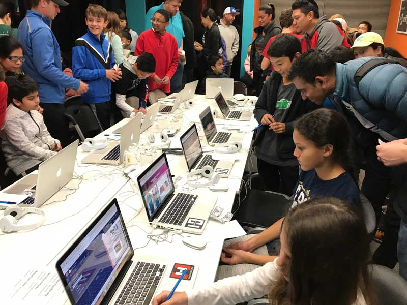 image of kids coding at Startup competition