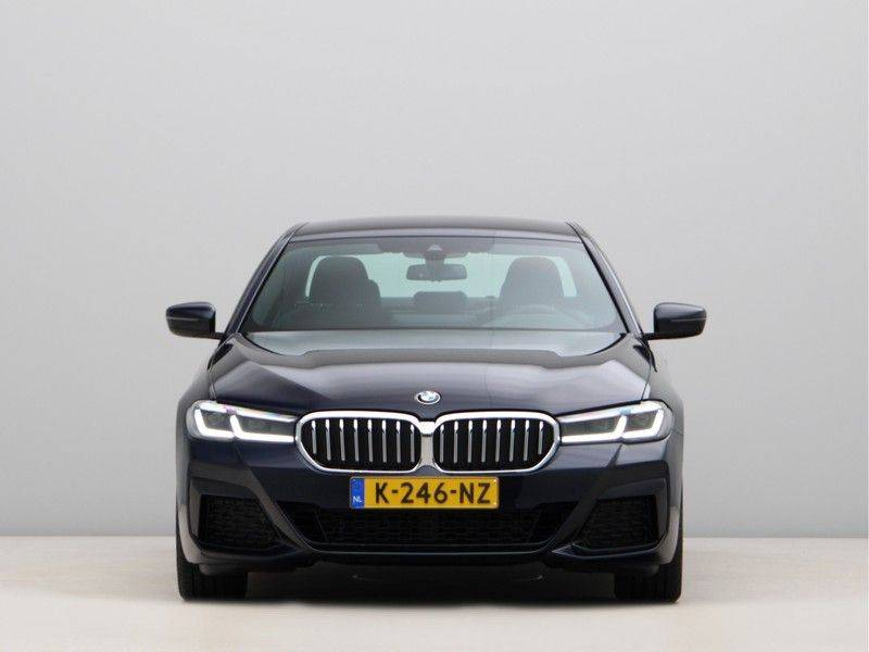 BMW 5 Serie 520i High Exe M-Sport Aut. afbeelding 6