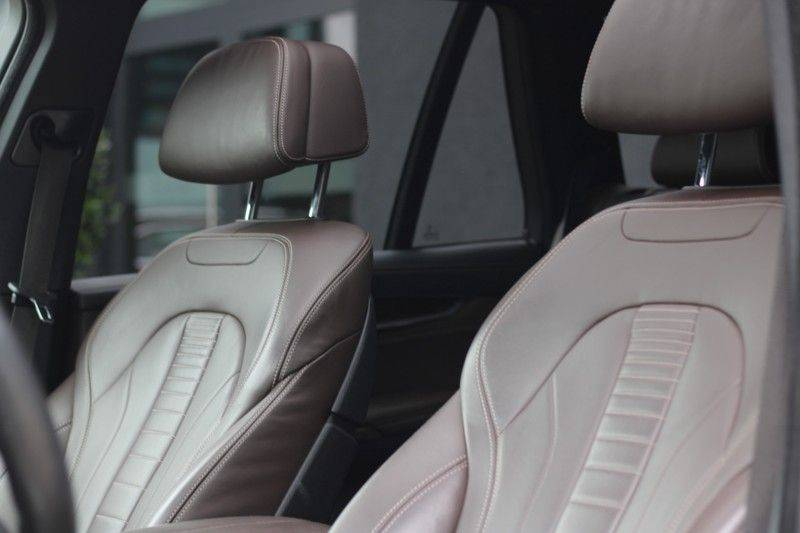 BMW X5 xDrive50i High Executive Pan.dak, Surr. view afbeelding 10
