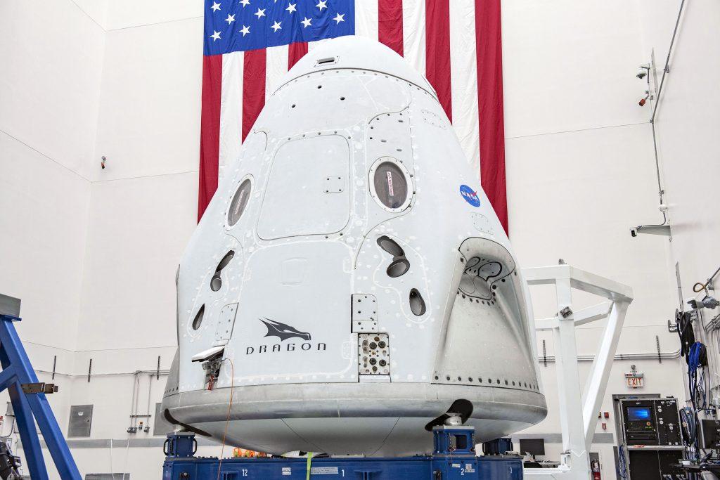 Figure 3: Capsula Dragon2, care-i va lansa pe Dough Hurley și Bob Behnken pe orbită, în misiunea SpaceX Demo-2, programată pentru 27 mai. Sursa foto: NASA, SpaceX