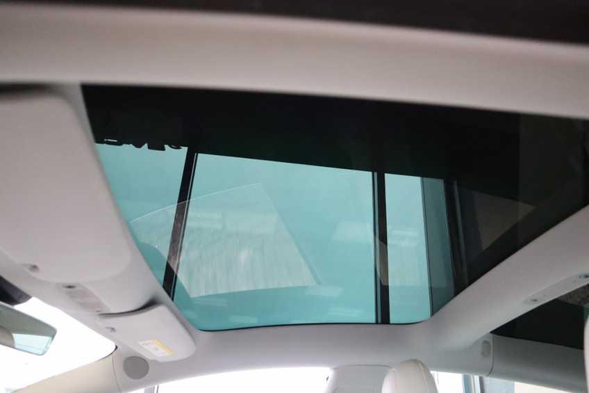 """Tesla Model 3 Long Range EX BTW 4% Bijtelling Navi Leder 18""""LM Blauw wit afbeelding 10"""