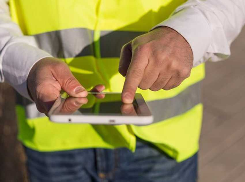 Accruent - Resources - Blog Entries - The Benefits of Having a Mobile Facilities Management Software Platform - Hero