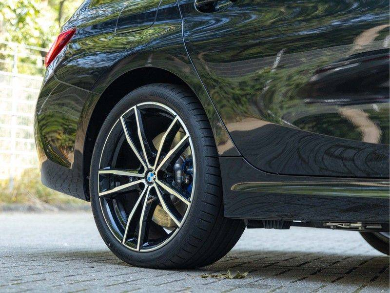 BMW 3 Serie Touring 330e xDrive M-Sport - Panorama - Active Cruise - Harman Kardon - Camera afbeelding 11
