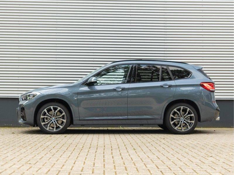 BMW X1 xDrive20i High Executive - Memoryzetel - Panorama - Trekhaak - Harman Kardon afbeelding 7