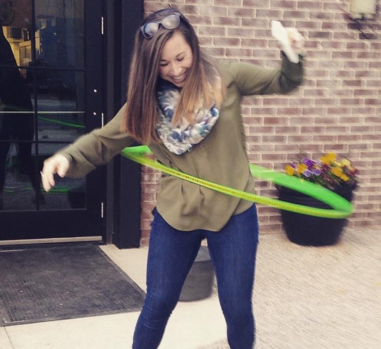 Lori hula hoop