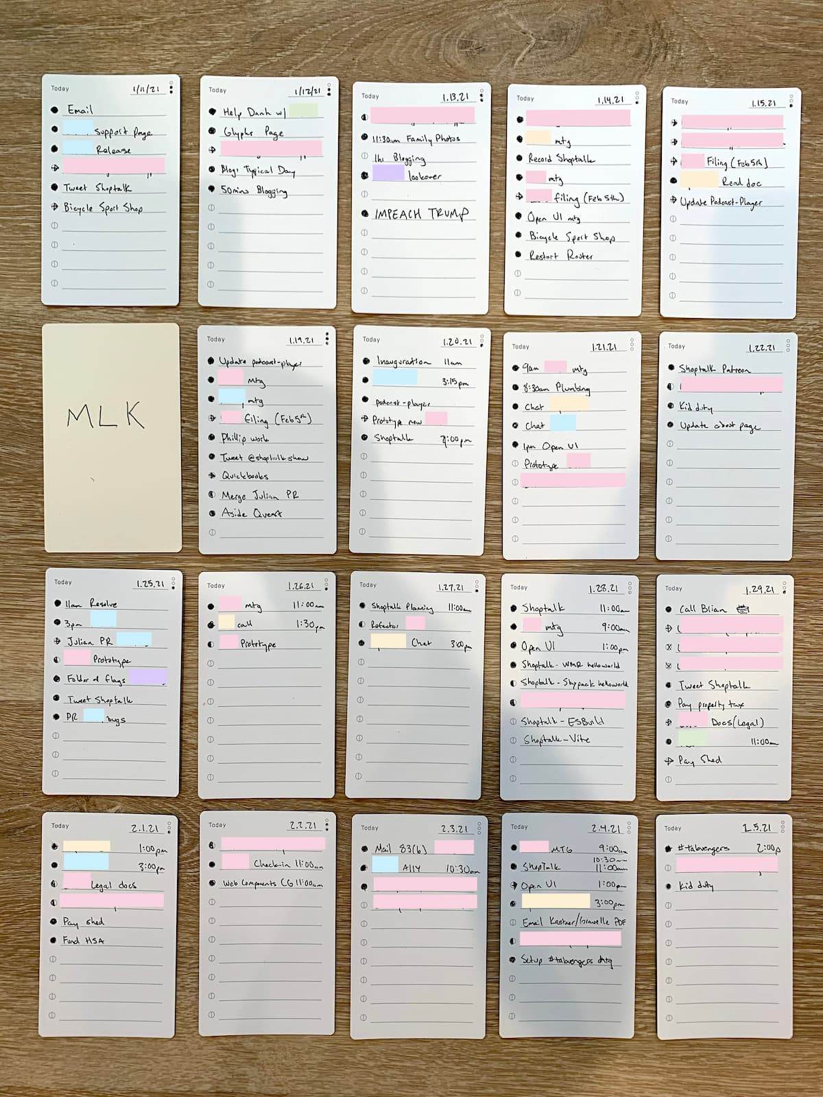 Daily task cards arrayed in a 5x4 grid. Each card has an average of 3~5 tasks and projects are color coded.
