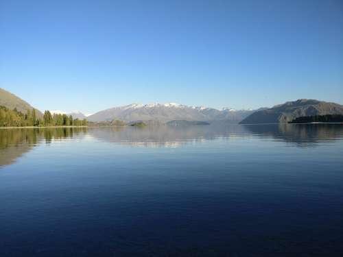 Lake Wanaka in the morning