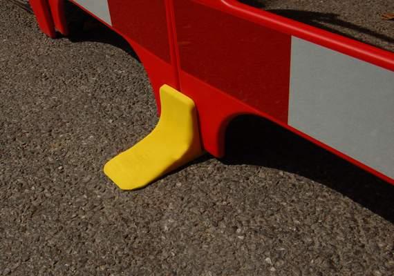 Safe gate barrier feet