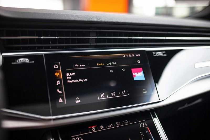 """Audi Q8 50 TDI Quattro *S-line / 23"""" / Panorama / Matrix-LED / Standkachel* afbeelding 16"""