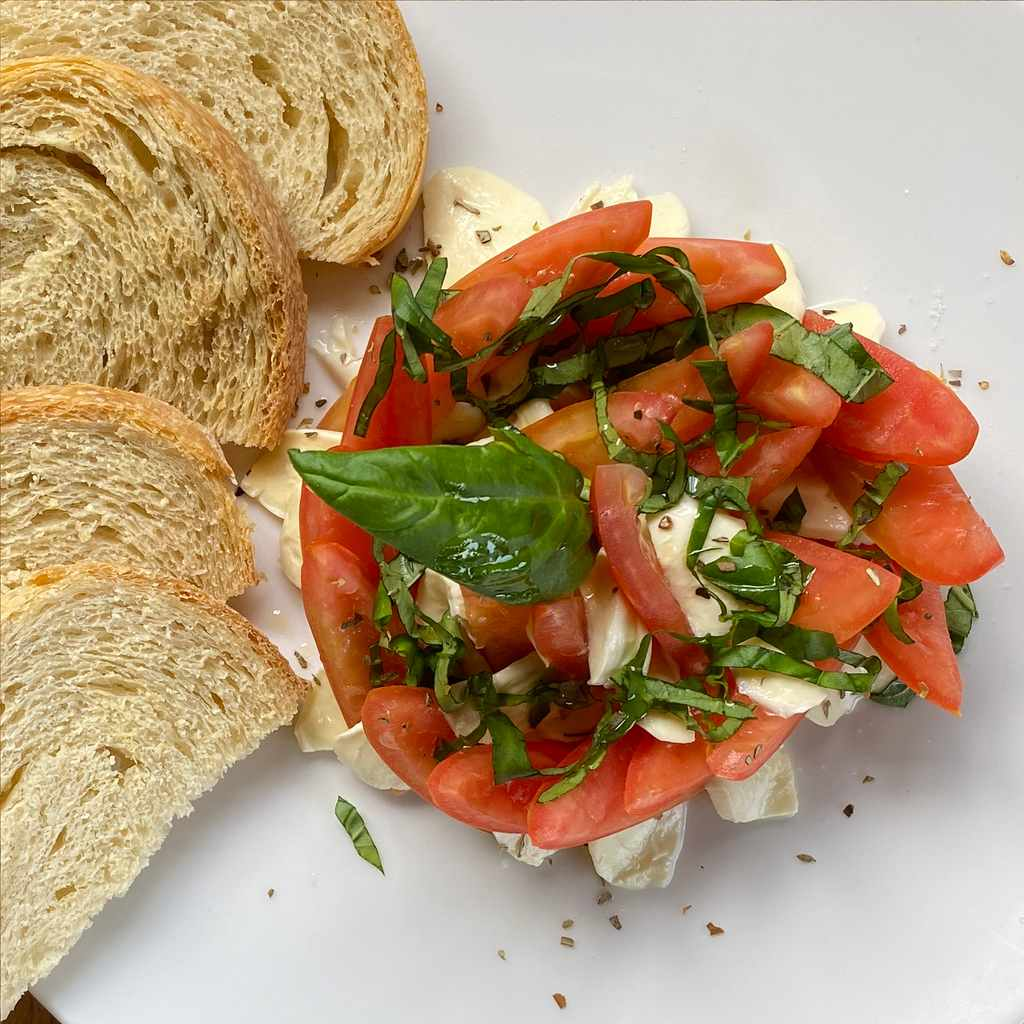 appetizers: caprese salad