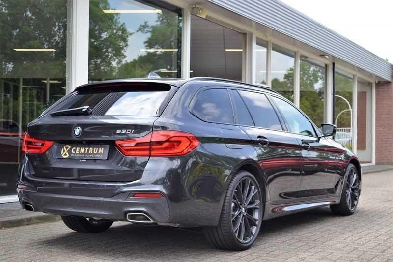 BMW 5 Serie 530i High Executive M-Sport / Pano Dak / ACC / Hud afbeelding 3
