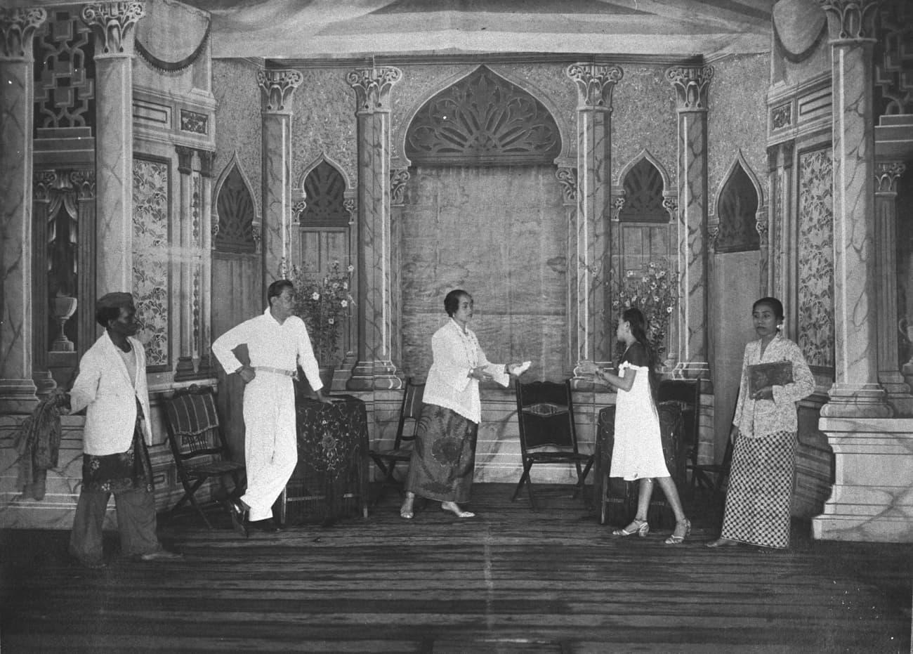 Bangsawan opera, 1930s