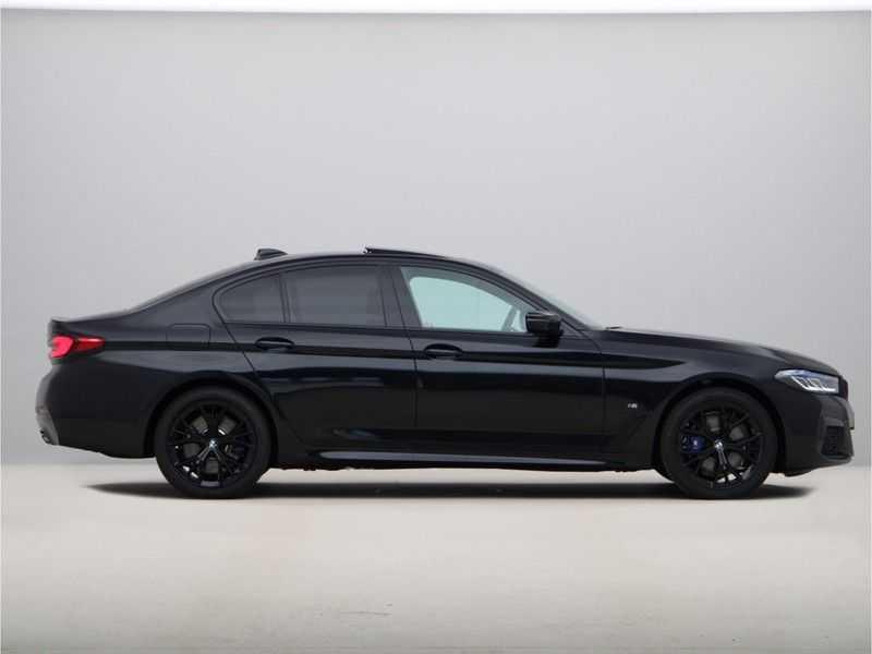 BMW 5 Serie 520e Sedan High Exe M-Sport Hybrid afbeelding 2