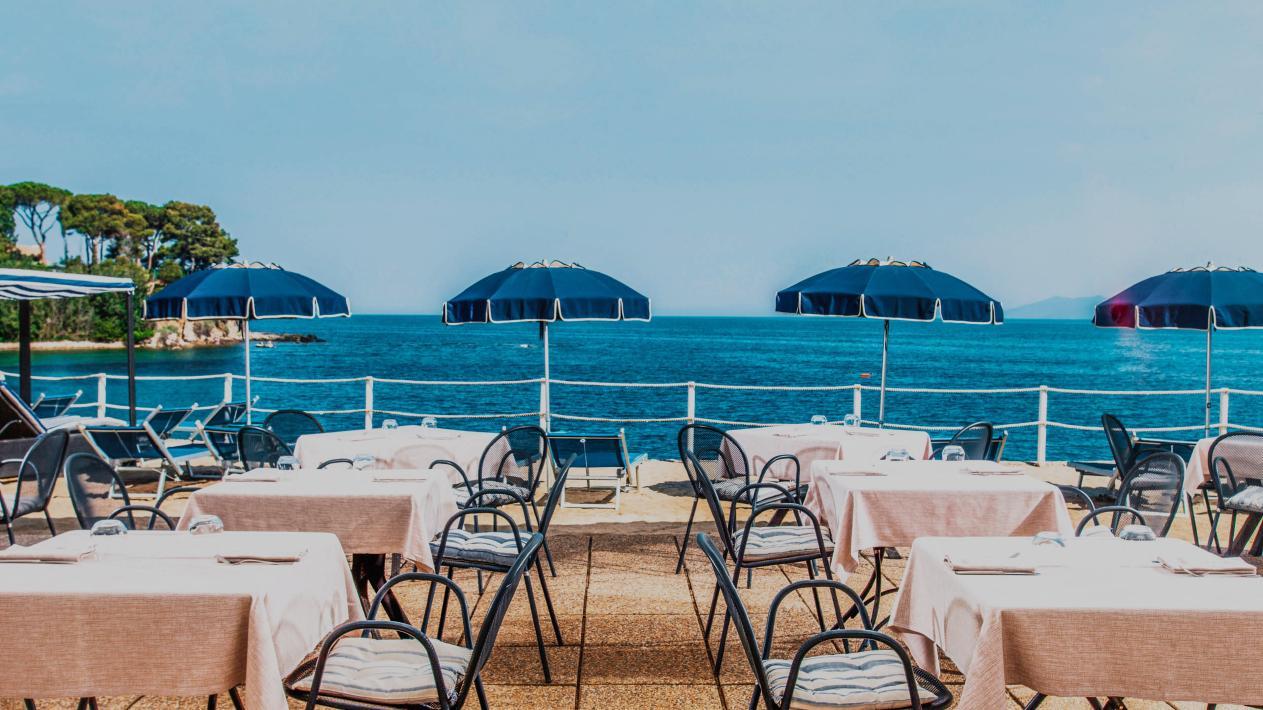 Villa-Domizia_Spiagga-Privata_Beach-Bistrot-1.jpg