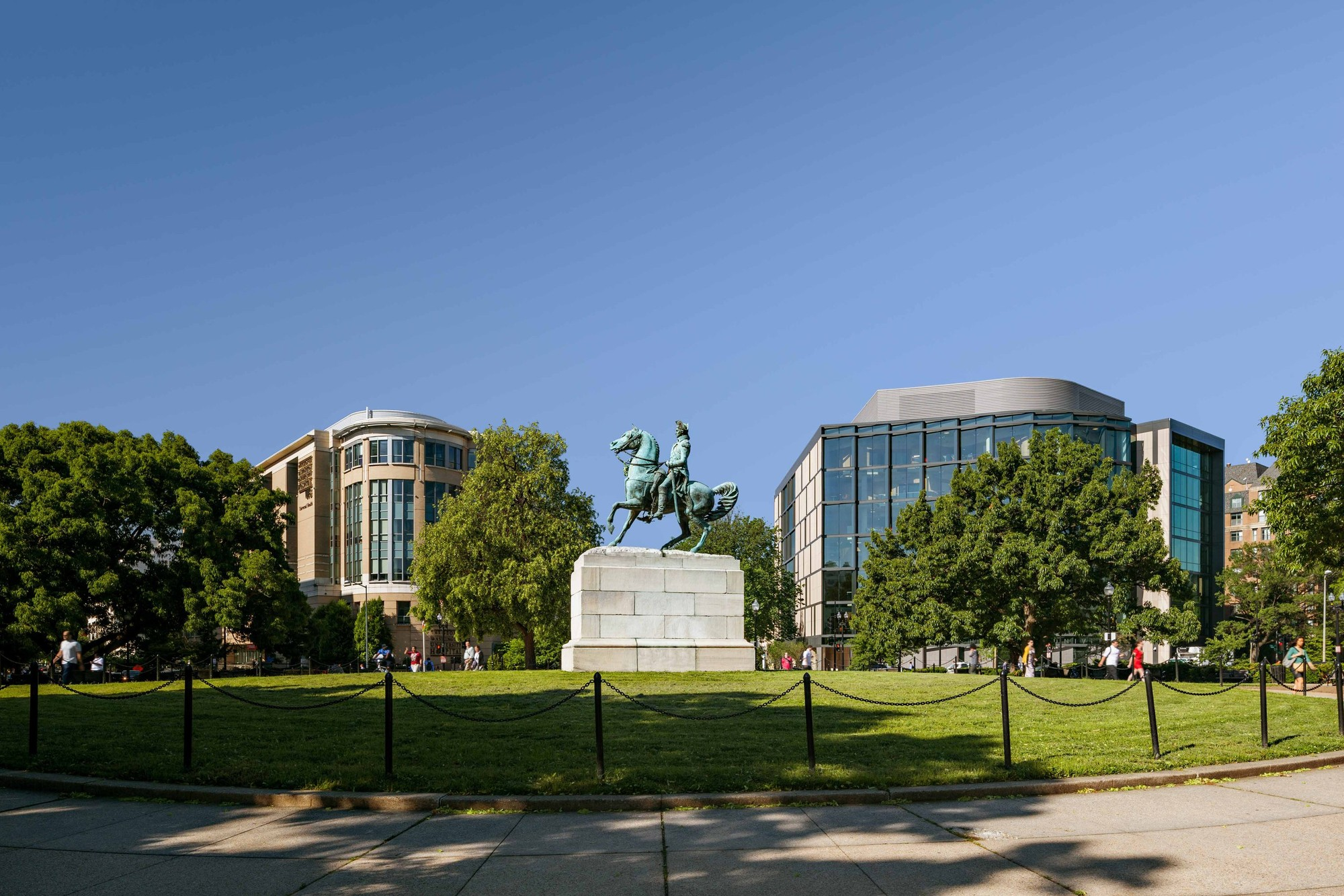 Statue of Lieutenant General George Washington on the GWU campus