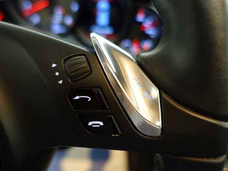 Porsche Cayenne 4.8 S 400pk Sport Chrono Tiptr Aut, Panoramadak, Leer, Camera, Black Edition afbeelding 13