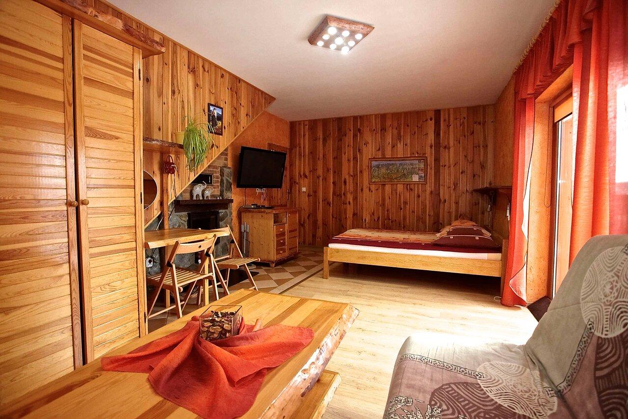 Pokój w domku z kominkiem, balkonem i widokiem na góry • Pod Smerkami - Szklarska Poręba