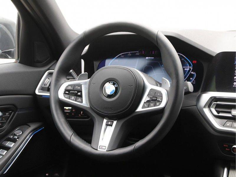 BMW 3 Serie Touring 330e xDrive High Executive Model M Sport afbeelding 2