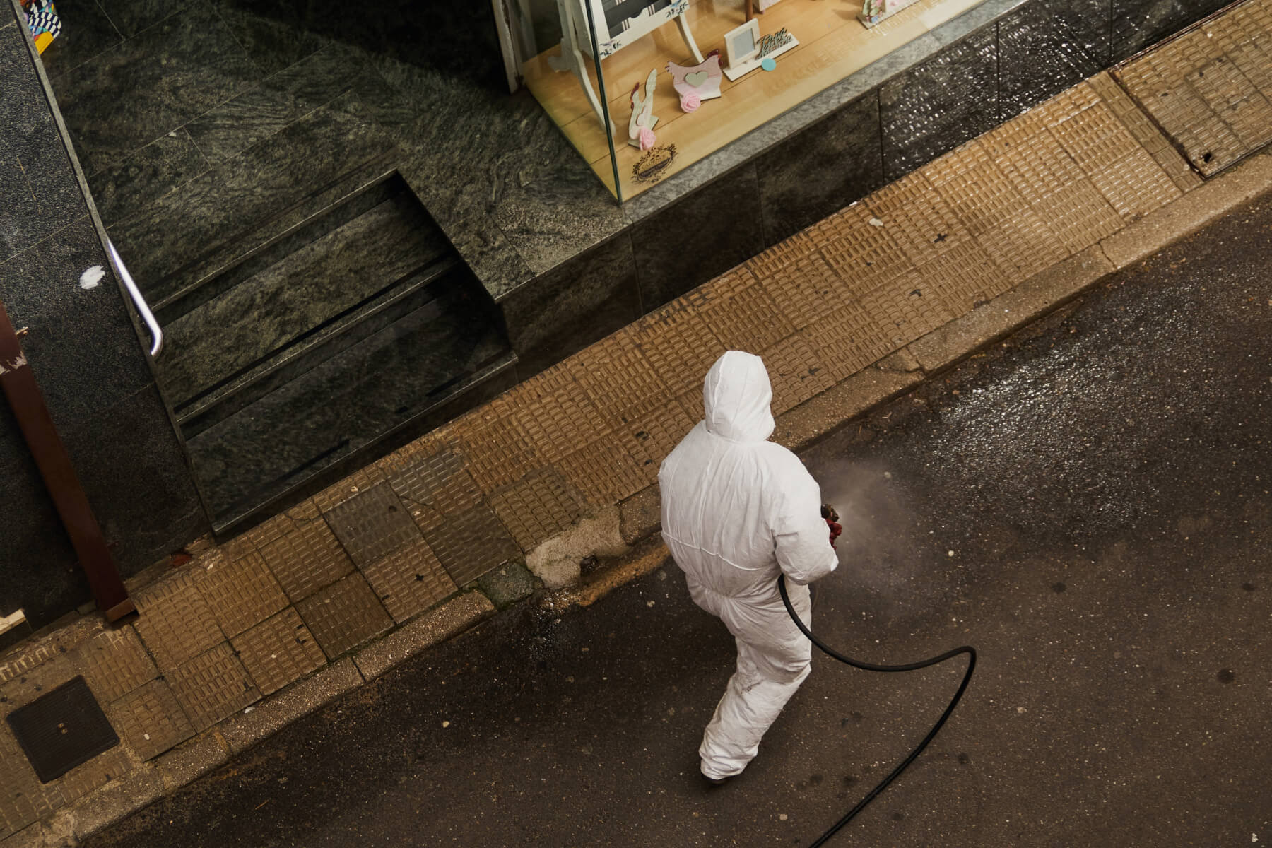 Дезинфекция улиц вИспании, 19марта 2020г. Фото: unsplash.com