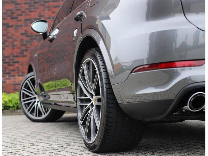 Porsche Cayenne Coupé 3.0 E-Hybrid *Sport Design*Pano*Soft-Close* afbeelding 4