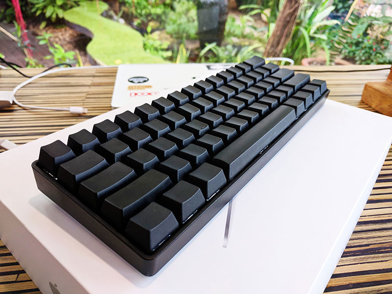 ภาพ keyboard พร้อม keycap แบบโล่งๆ