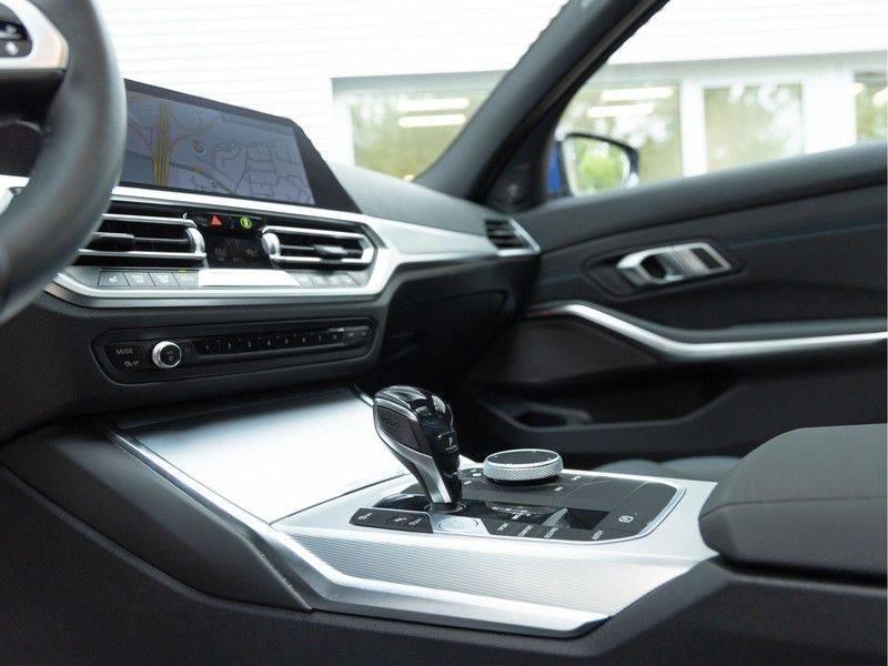 BMW 3 Serie Touring 330i M-Sport - Panorama - Trekhaak - DAB - Harman Kardon afbeelding 22