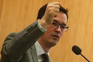 Deltan queria que dinheiro da Petrobras fosse para os EUA, mostra áudio
