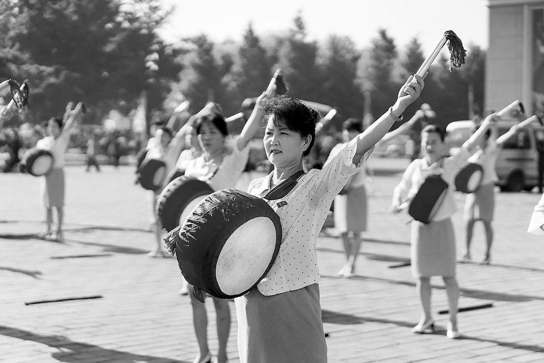 Репетиция массового парада. Многие корейцы могут похвастаться опытом подобных выступлений — как правило, вкачестве непрофессиональных артистов. Фото: Йёрунд Фёреланд Педерсен