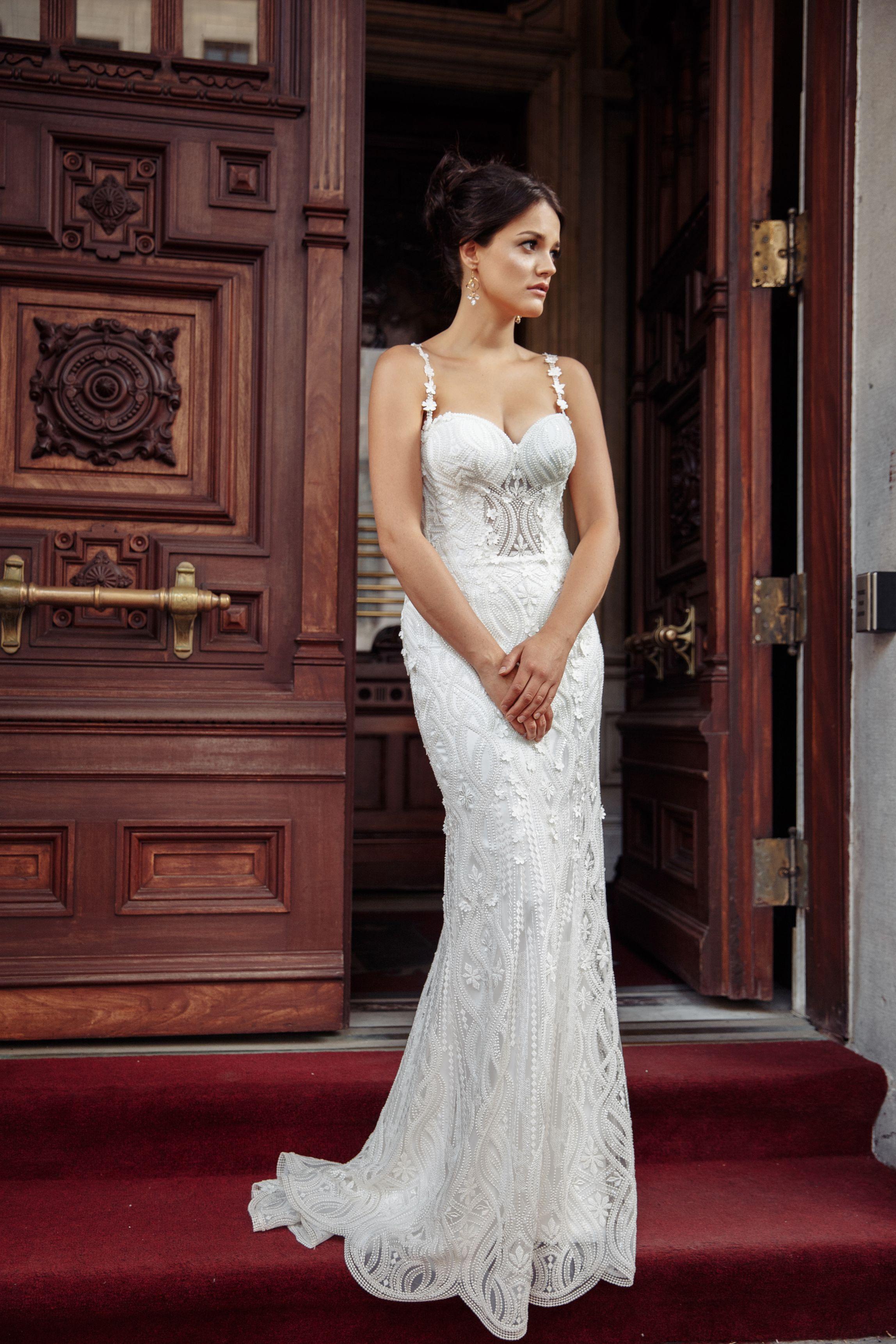 robe de mariee dentelle perlee lilia haute couture montreal meilleure boutique de noces