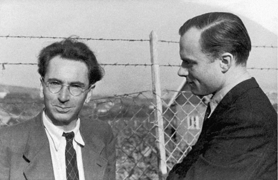 Виктор Франкл в 1945 году, источник: Imagno/Getty Images. Он провел в концлагерях три года, во время которых помогал заключенным преодолевать отчаяние и воздерживаться от самоубийства